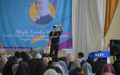 Dari Pemulung Menjadi Entrepreneur Sukses, Hengki Kurniawan Motivasi Mahasiswa IIB Darmajaya