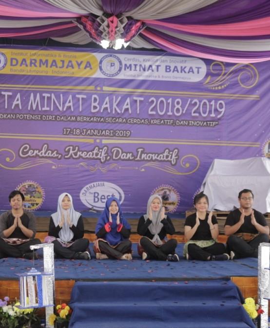 Pesta Minat Bakat IIB Darmajaya Dibuka, Delapan Mahasiswa/i Asal Malaysia Menari dan Bernyanyi
