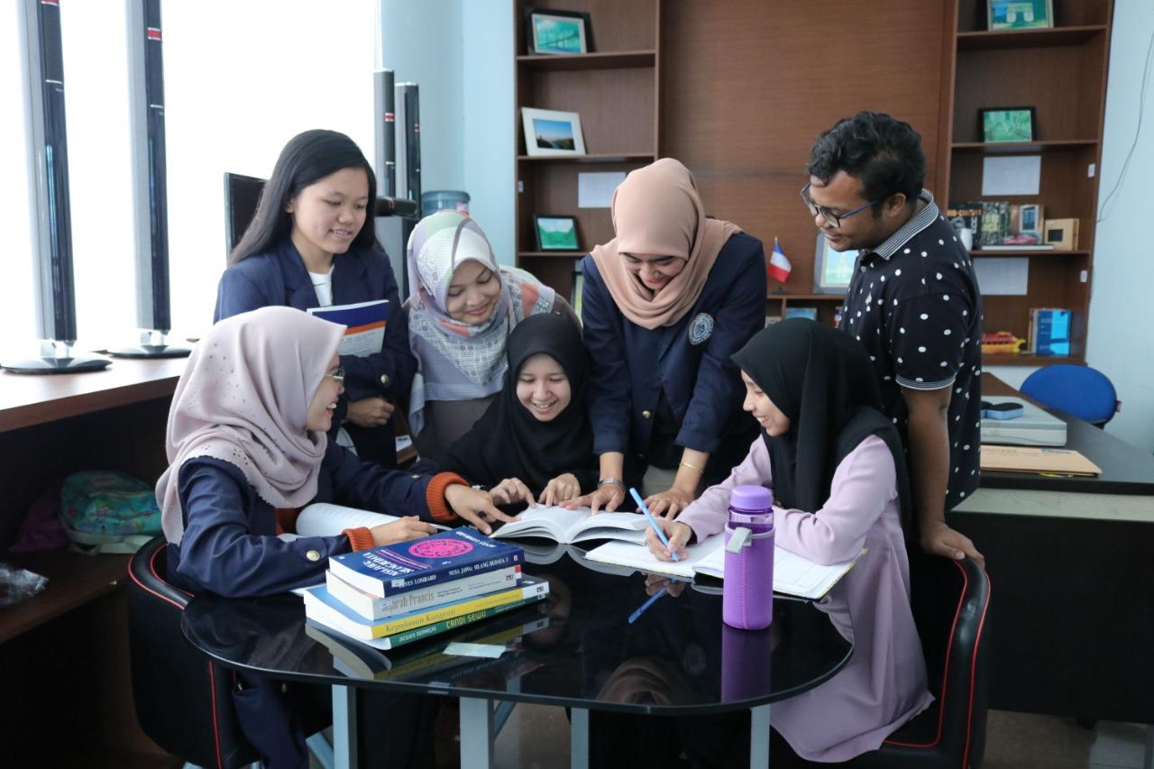 Mahasiswa/i UTeM Rekomendasikan IIB Darmajaya Tempat Kuliah di Indonesia