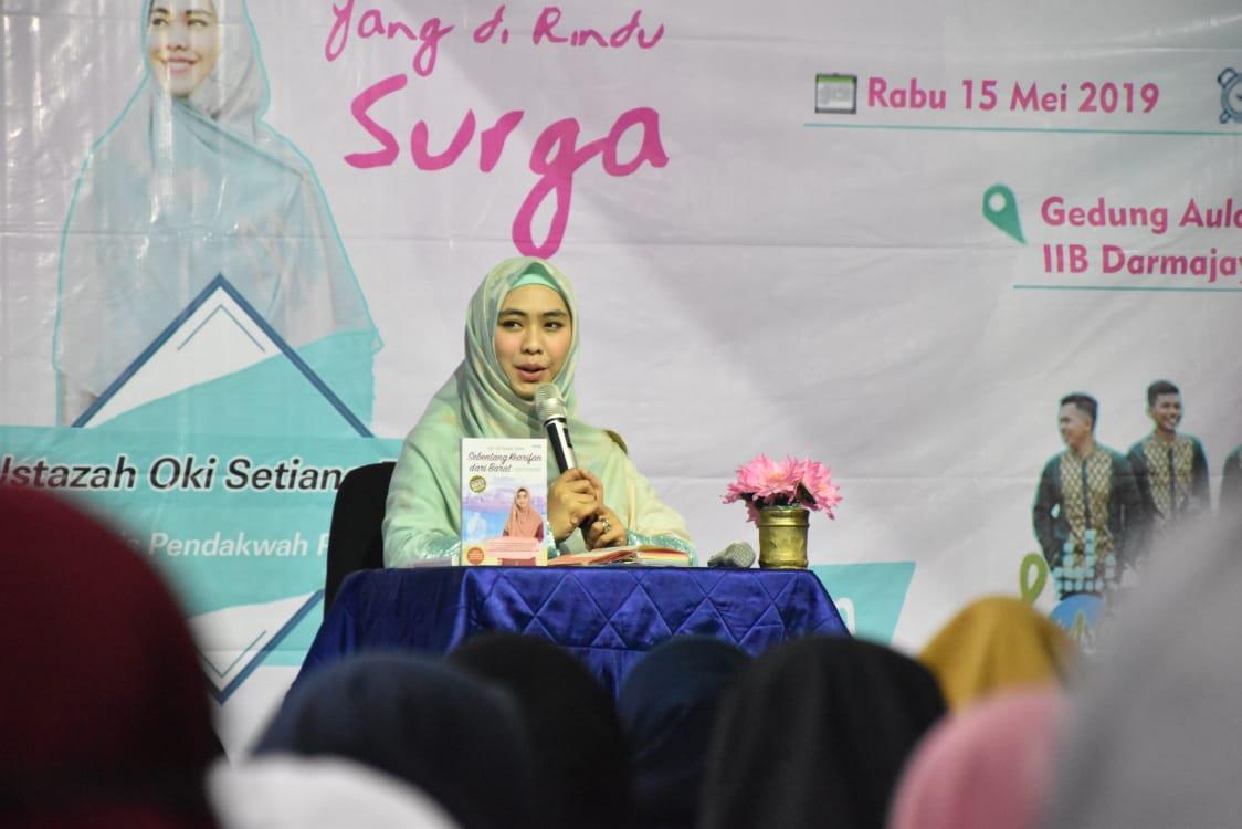 Seminar Kemuslimahan di Darmajaya, Oki Setiana Dewi: Ini Empat Sifat Wanita Terbaik di Dunia