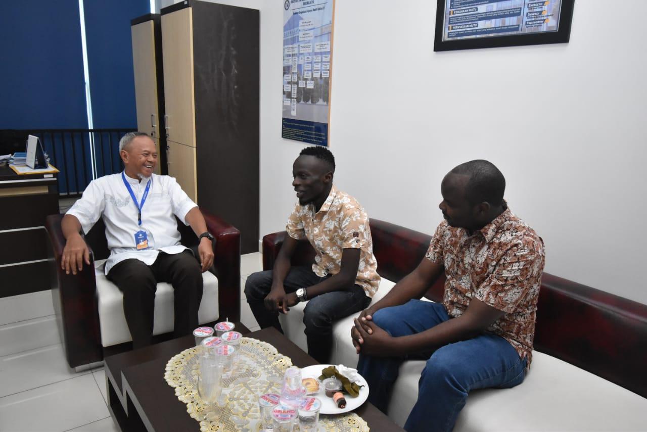 Mahasiswa Asal Uganda Tempuh S1 Manajemen di IIB Darmajaya