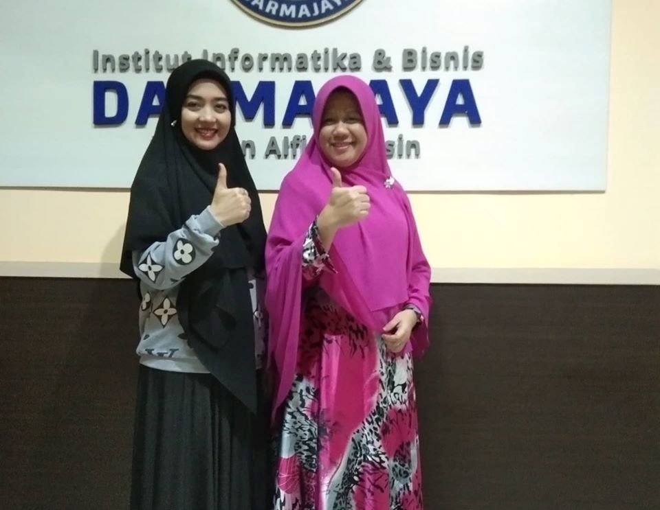 Nuri Maulida Ajak Karyawati dan Mahasiswi IIB Darmajaya Hijrah