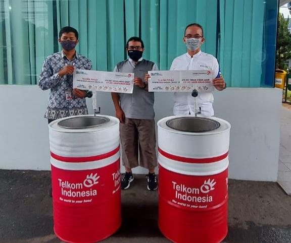 IIB Darmajaya Terima Bantuan 2 Unit Wastafel dari Telkom