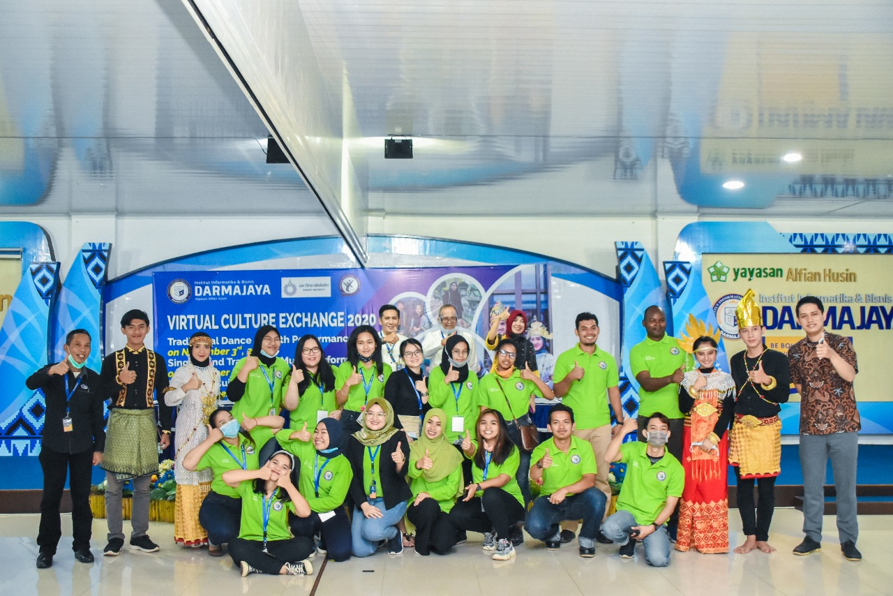 Virtual Culture Exchange 2020, IIB Darmajaya Kenalkan Tarian dan Pakaian Adat Lampung