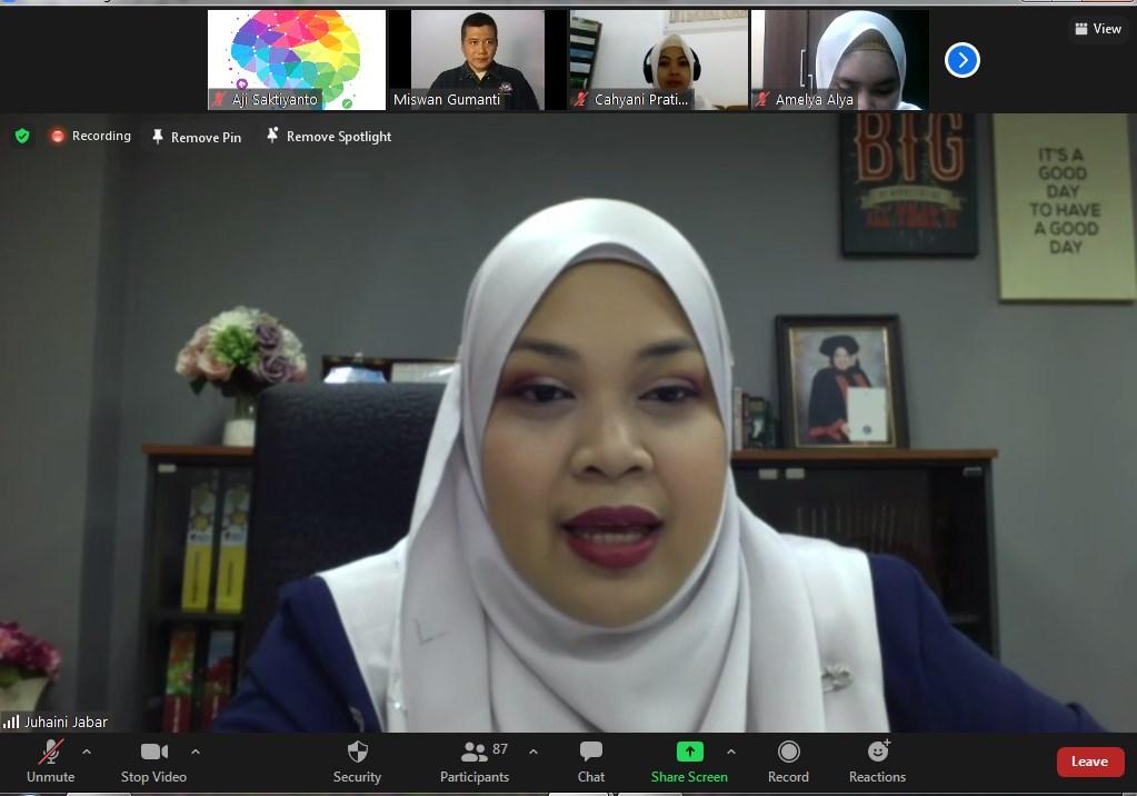 Professor dari UTeM Mengajar Mahasiswa Prodi Manajemen di Kampus Biru
