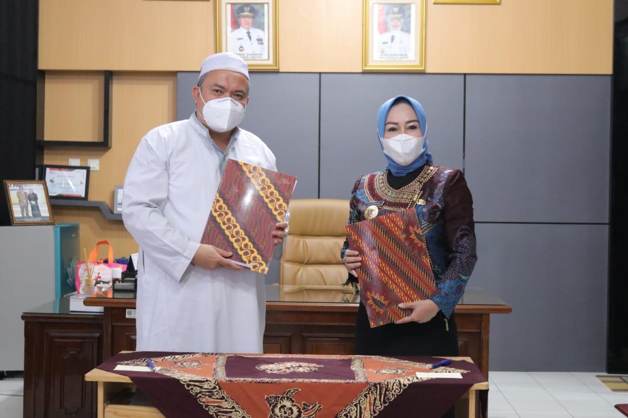 Bangun Desa Cerdas, IIB Darmajaya–Dinas PMDT Lampung Tandatangani MoU