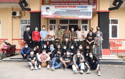 Mahasiswa Prodi DKV Darmajaya Peduli Lingkungan