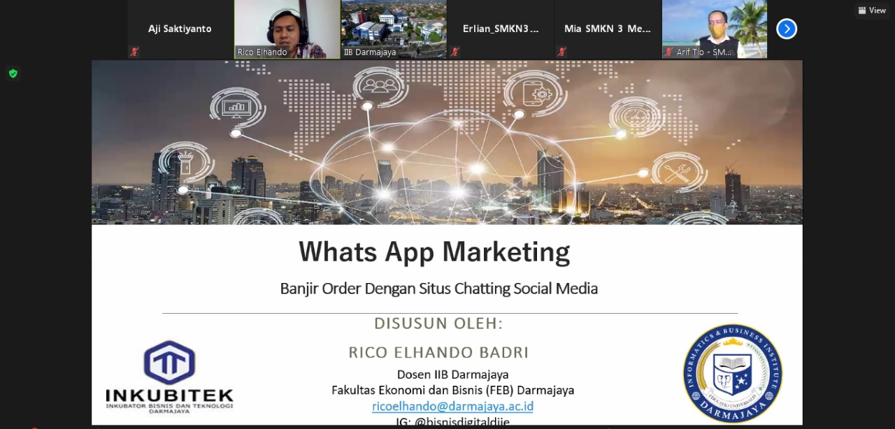 Dosen Kampus Terbaik di Lampung Ajarkan Whats App Marketing Pelajar dan Guru SMKN 3 Metro