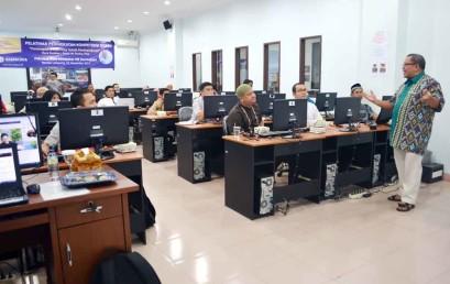 Tingkatkan Kompetensi Dosen Darmajaya, Onno W Purbo Latih Penerapan E-Learning