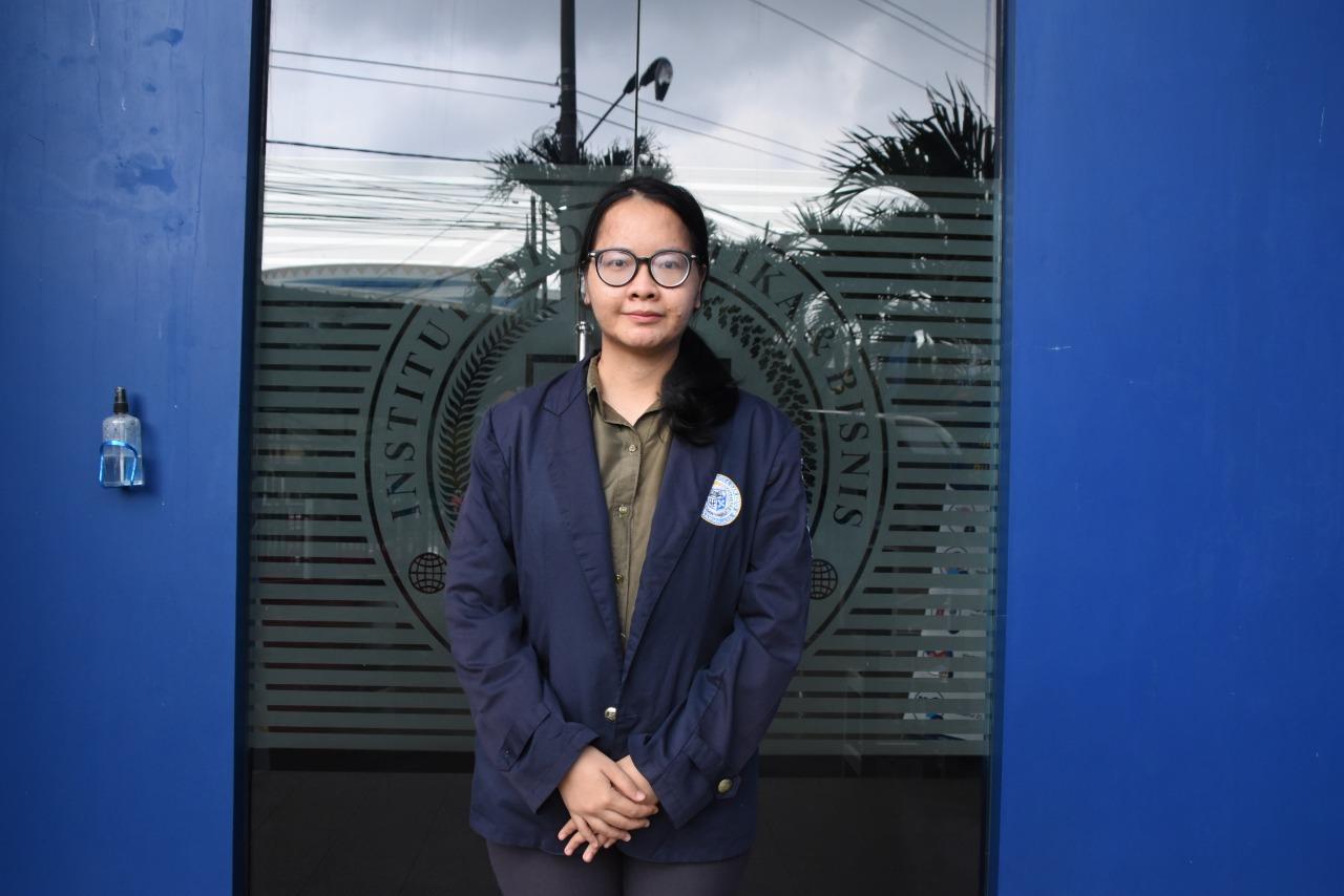 Kalahkan Perguruan Tinggi Ternama di Pulau Jawa, Mahasiswi Prodi Akuntansi ini Juara II Accounting Competition