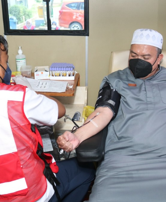 Rektor Turut Serta, UKM KSR PMI IIB Darmajaya Gelar Donor Darah Sukarela