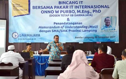 Guru SMA/SMK Bandar Lampung Bicang IT Bersama Onno W Purbo di Darmajaya