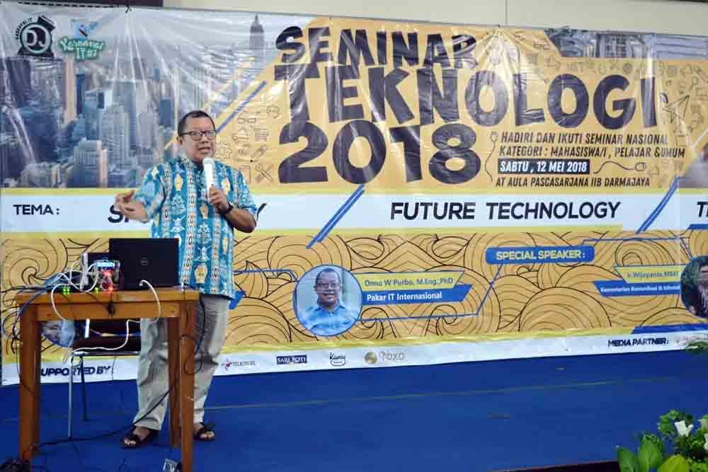 Seminar Teknologi Darmajaya, Ajak Generasi Muda Kuasai Digital