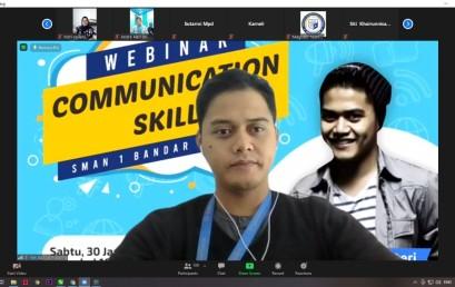 Dosen Darmajaya Berikan Materi Communication Skills kepada Guru dan Siswa SMAN 1 Bandar Lampung