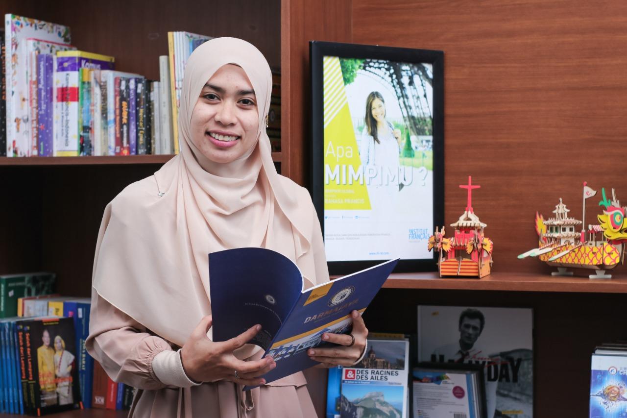 Lulusan IIB Darmajaya asal Thailand ini Langsung Diterima Kerja di KBRI Bangkok