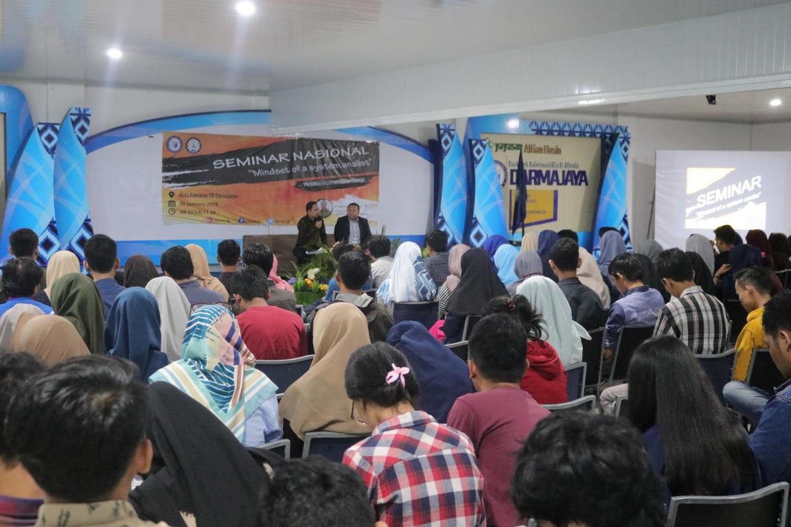 Mahasiswa Antusias Dengarkan Pembicara dari Jakarta Smart City
