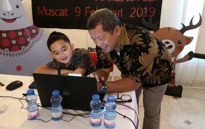 Pakar IT Darmajaya Onno W Purbo Ajarkan Aplikasi Android Anak-anak Indonesia di Oman.
