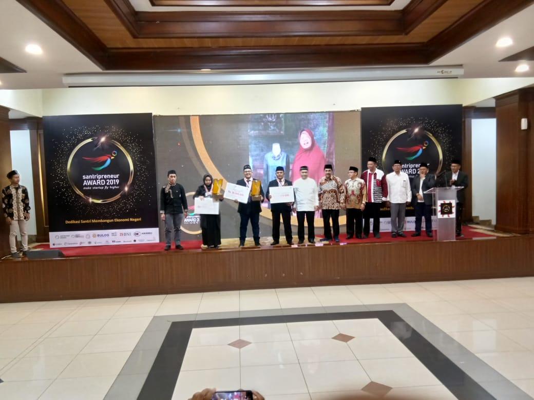 Mahasiswi IIB Darmajaya Ini Raih Santripreneur Award 2019 Kategori Industri Kreatif