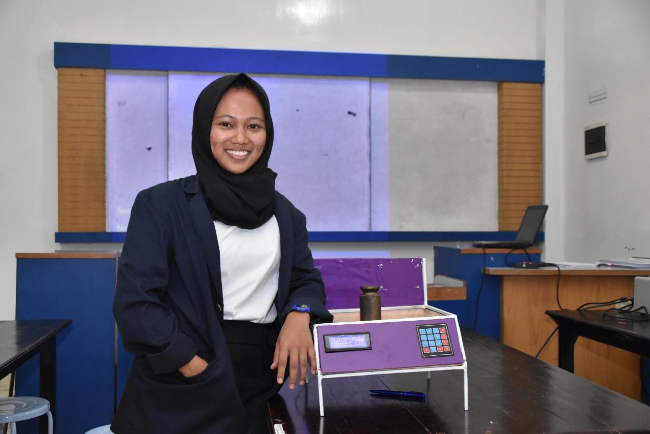 Mahasiswi Sistem Komputer IIB Darmajaya Ciptakan Timbangan Digital Khusus Beras