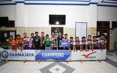 IIB Darmajaya Berikan Beasiswa kepada Best Player dan Top Skor DSFT 2019