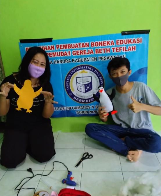 Hibah Institusi, Dosen IIB Darmajaya Ajarkan Pemuda/i Gereja Membuat Boneka Hingga E-Commerce