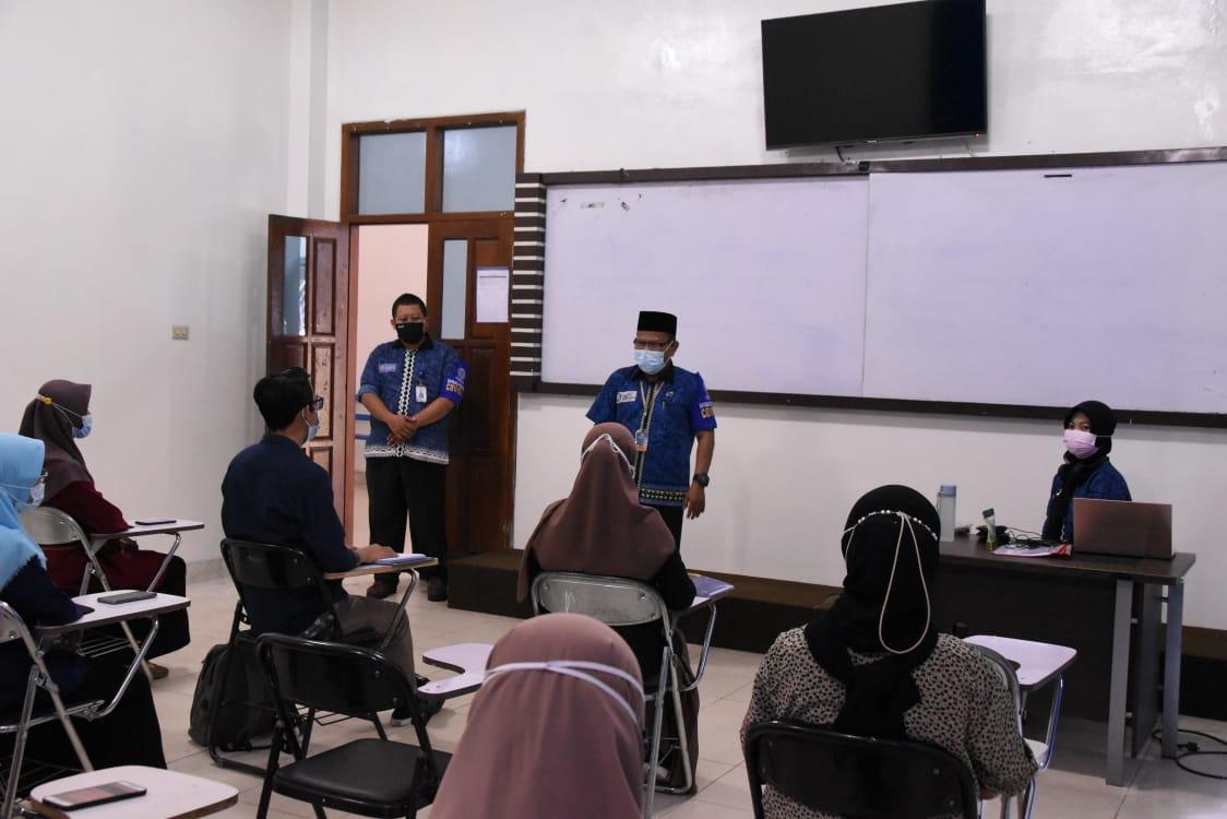 Satgas Covid-19 IIB Darmajaya Pantau Protkes Selama Hybrid Learning
