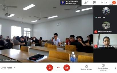 Dosen Institut Swasta Terbaik di Indonesia ini Bicara Technology and Development of Non Banking Financing kepada Mahasiswa UEL Vietnam