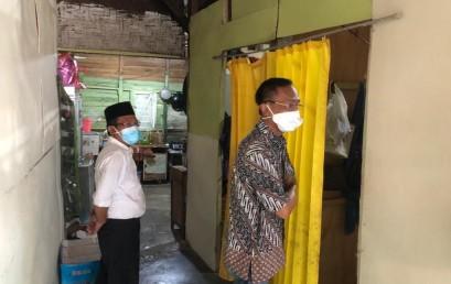 Kunjungi Mahasiswa Penerima KIP IIB Darmajaya, Ketua Yayasan Alfian Husin Berencana Perbaiki Rumahnya