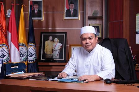 Rektor Kampus The Best Apresiasi Yayasan Alfian Husin Kunjungi Mahasiswa Penerima Beasiswa KIP IIB Darmajaya 2020