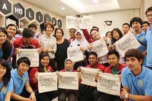 MAHASISWA DARMAJAYA JALANI STUDENT MOBILITY DI RANGSIT UNIVERSITY THAILAND