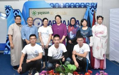 Culture Exchange NTVU – IIB Darmajaya Ditutup dengan Show