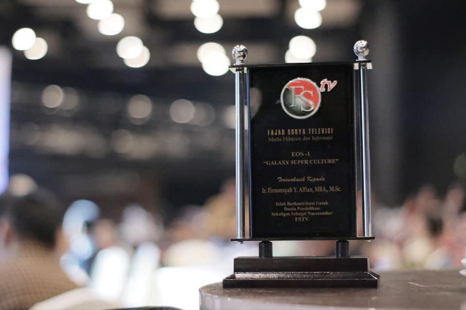 Berkontribusi dalam Pendidikan, Rektor IIB Darmajaya Dianugerahi Penghargaan