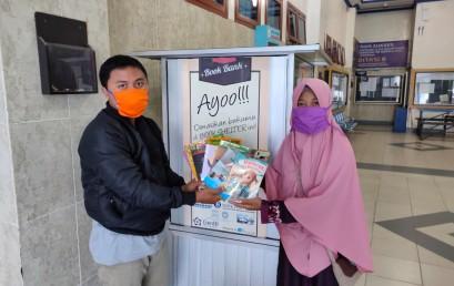 IIB Darmajaya Donasi Ratusan Buku kepada Rumah Baca Ardani