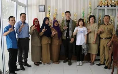 Mahasiswa Asing Darmajaya Kenalkan Internasionalisasi di SMAN 1 Padangcermin