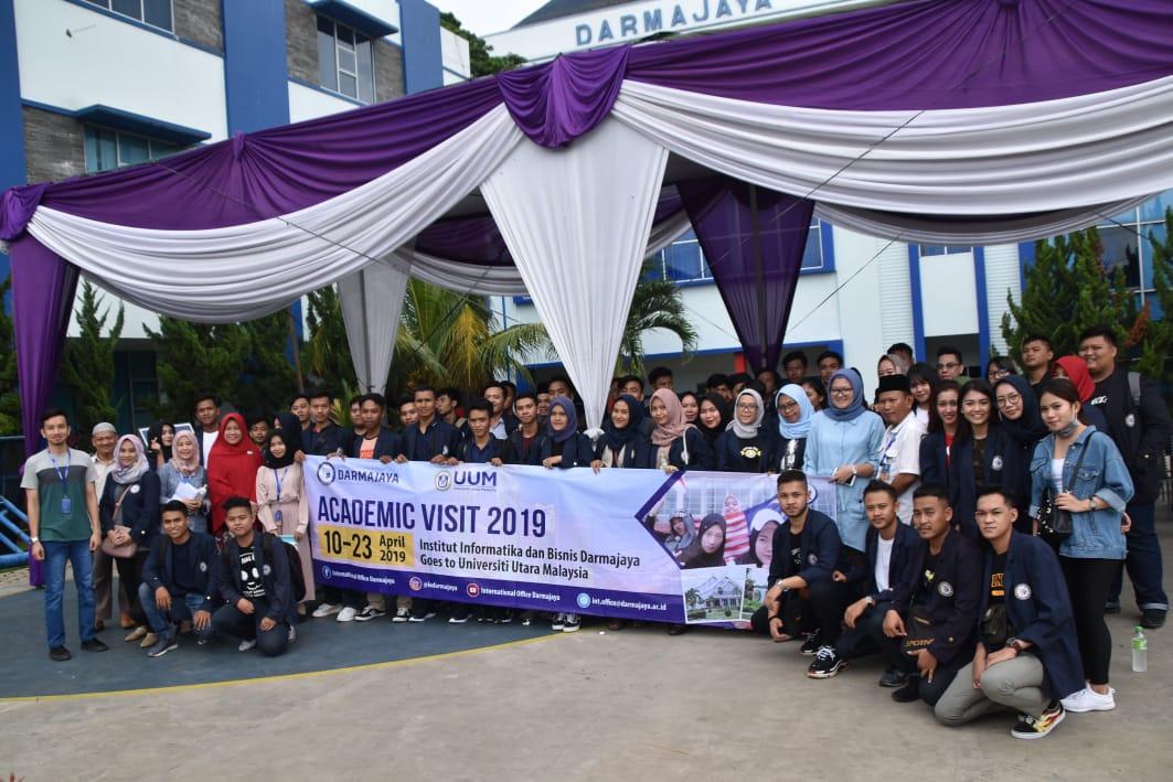 Program Academic Visit, Puluhan Mahasiswa IIB Darmajaya Berangkat ke Malaysia