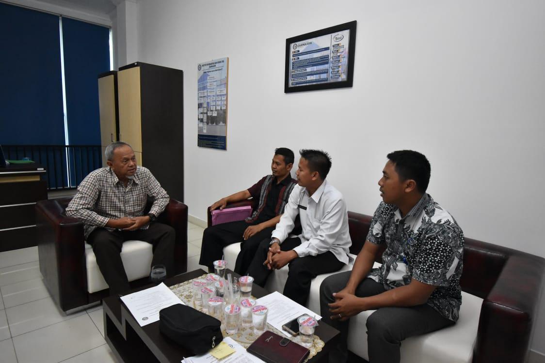 Kerjasama dengan IIB Darmajaya, SMAN 1 Padangcermin Ingin Diajarkan Desain Grafis dan Bahasa Asing