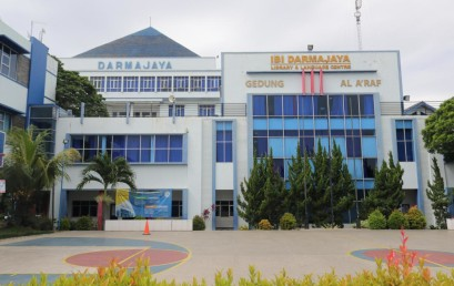 IIB Darmajaya Pertahankan Top 100 dan Berikan Beasiswa Peduli Covid