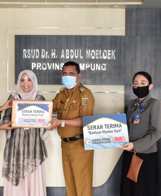 Peduli Pencegahan Covid 19, Career Center IIB Darmajaya Donasikan Masker untuk RSUDAM Lampung