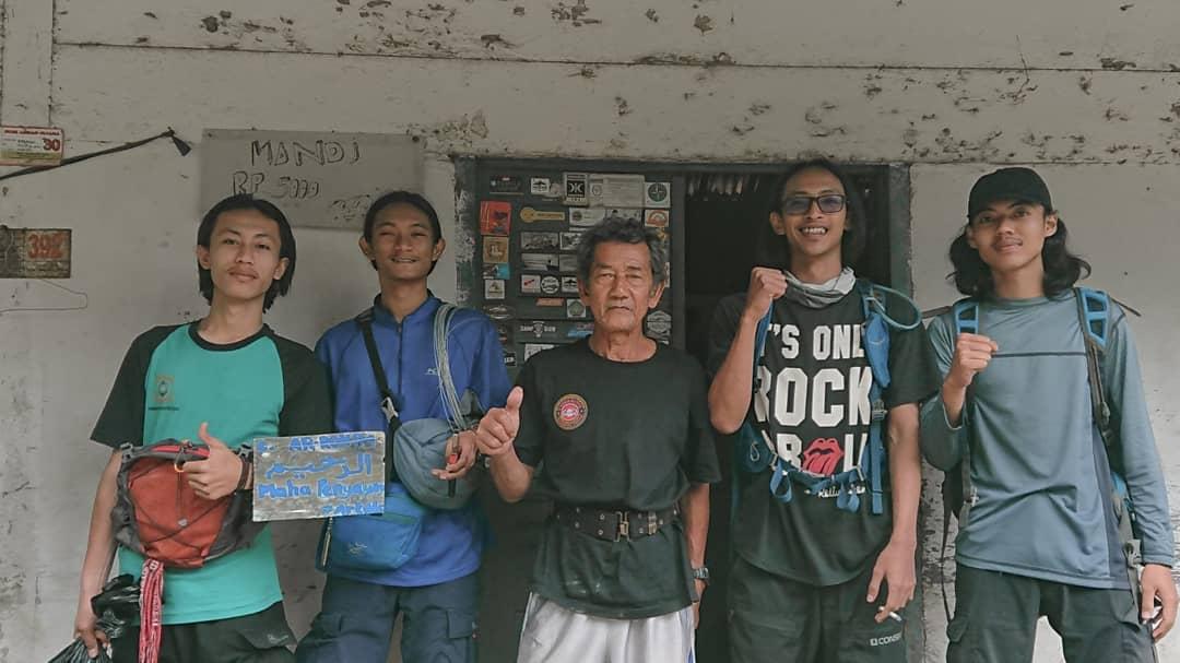 Peduli lingkungan ,  Empat mahasiswa Kampus Terbaik Darmajaya Gelar Aksi Bersih di Gunung Ratai, Pesawaran