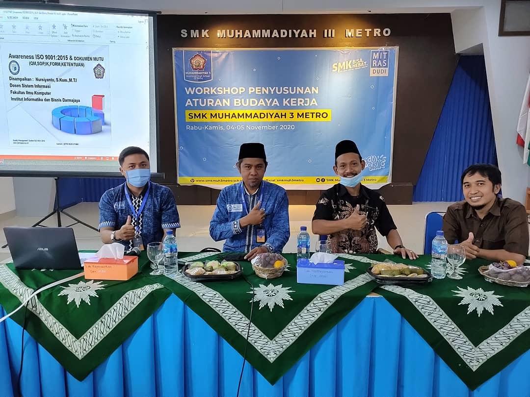 Dosen IIB Darmajaya Narasumber Workshop Penyusunan Aturan Budaya Kerja SMK Muhammadiyah 3 Metro