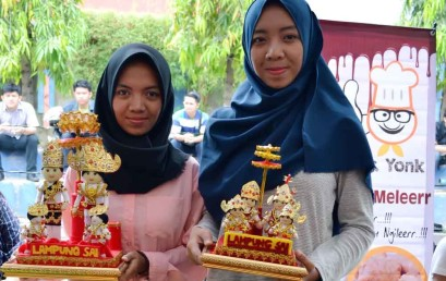 Boneka Adat Lampung Pukau Bazar Technopreneur Darmajaya