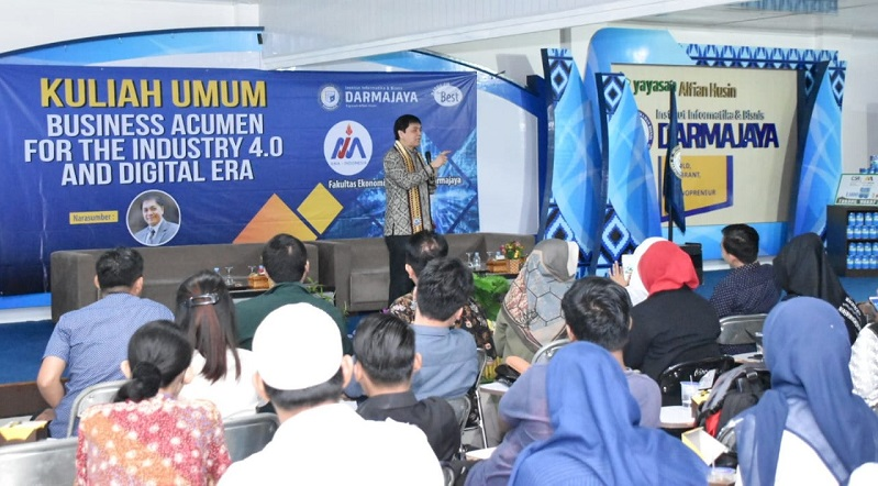 Kuliah Umum di IIB Darmajaya, Prof Roy Sembel: People Are Made, Not Born