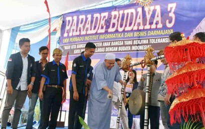 Parade Budaya UKM Permadu Darmajaya Lestarikan Budaya