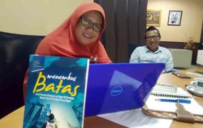 Mudahnya Kuliah di Luar Negeri, Dosen IIB Darmajaya Luncurkan Novel 'Menembus Batas'