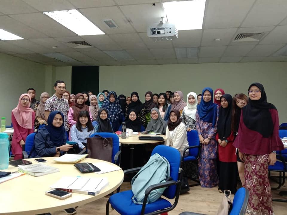 Dosen Akuntansi IIB Darmajaya Beri Kuliah Mahasiswa UUM di Malaysia