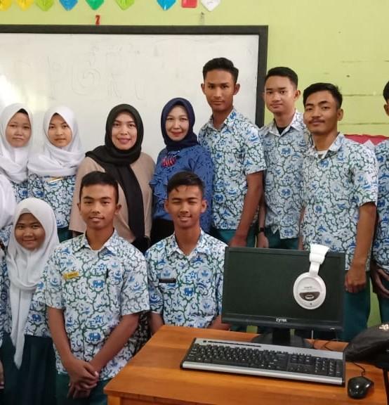 Dosen Darmajaya Berikan Pelatihan Komputer di SMAN 11 Bandar Lampung